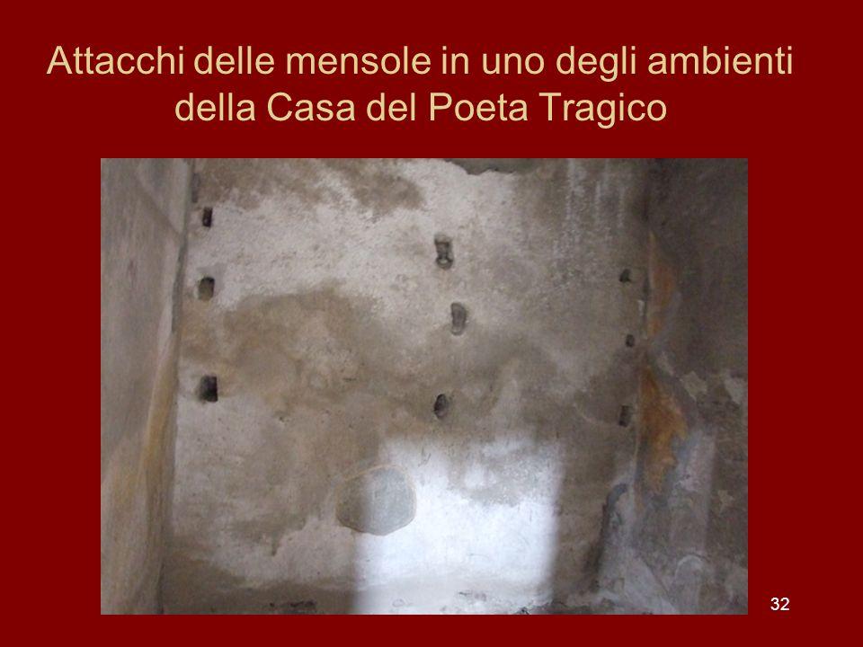 32 Attacchi delle mensole in uno degli ambienti della Casa del Poeta Tragico