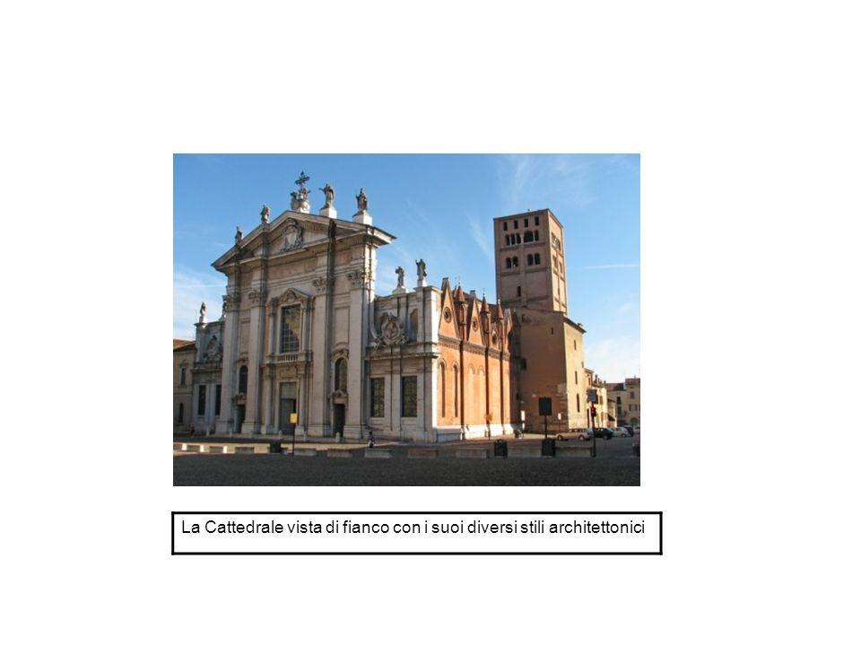 La Cattedrale vista di fianco con i suoi diversi stili architettonici