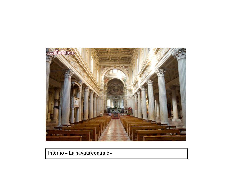 Interno – La navata centrale -