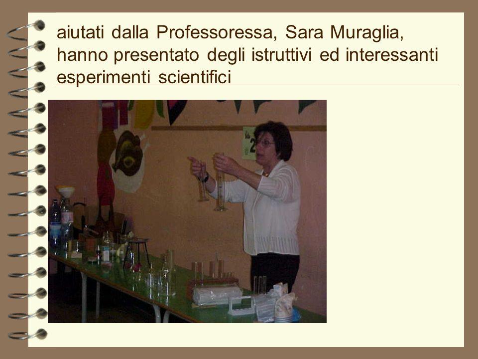 aiutati dalla Professoressa, Sara Muraglia, hanno presentato degli istruttivi ed interessanti esperimenti scientifici