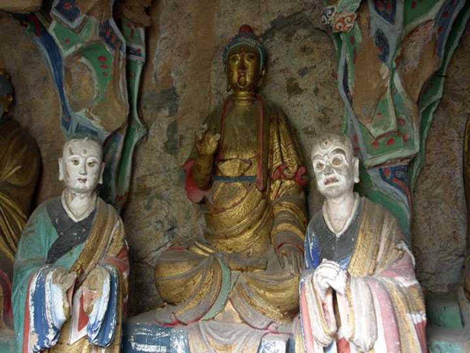 Ci sono 40 sale e armadi, che contengono circa 80 sculture colorate, in rame, ferro, terracotta e pietra