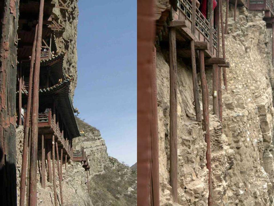 Perché costruire un monastero come questo? La posizione è la prima ragione in quanto, essendo su una scogliera, sarebbe stato protetto dalle inondazio
