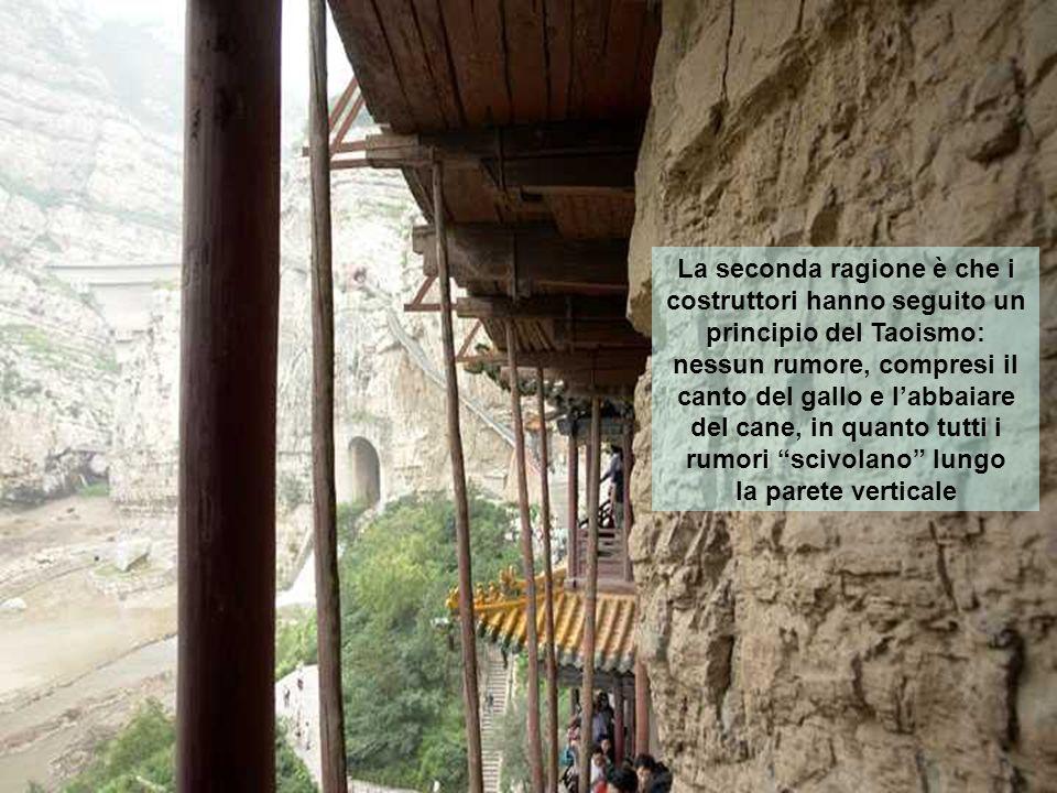 Inoltre, la vetta della montagna lo protegge dalla pioggia e dalla neve, e le pareti intorno ad esso diminuiscono i danni provocati con landar del tem