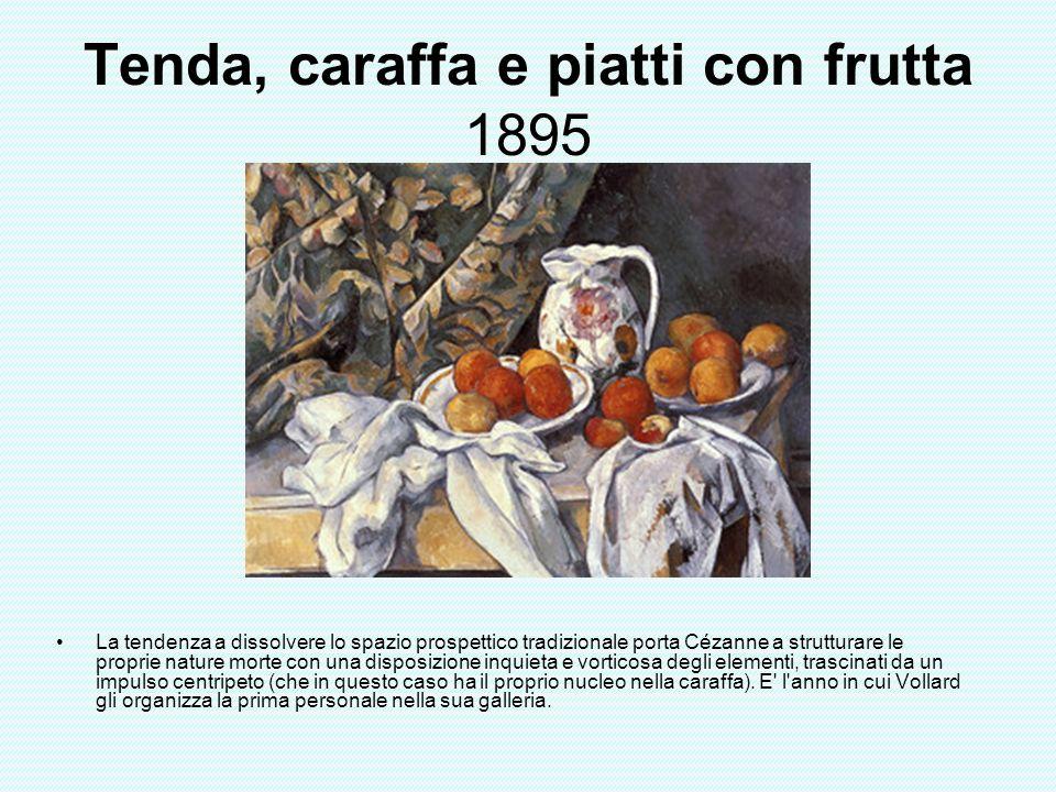 Tenda, caraffa e piatti con frutta 1895 La tendenza a dissolvere lo spazio prospettico tradizionale porta Cézanne a strutturare le proprie nature mort