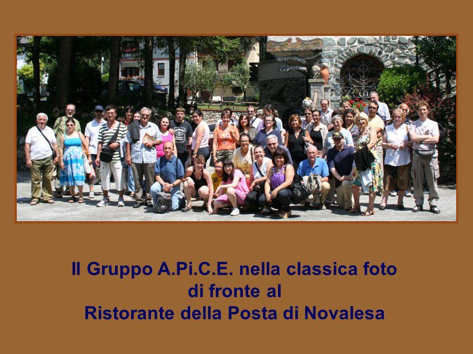 Il Gruppo A.Pi.C.E. nella classica foto di fronte al Ristorante della Posta di Novalesa