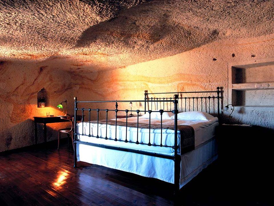 Tutte le stanze hanno bagni rivestiti di marmo.