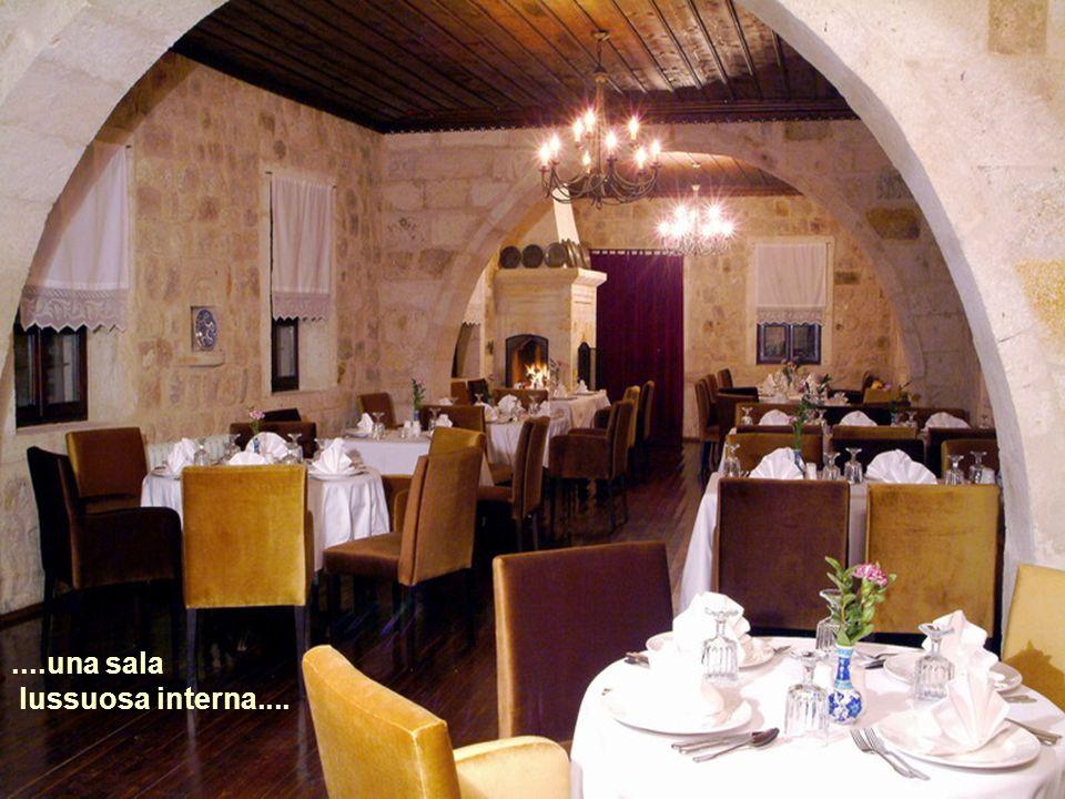Un ristorante interno con squisite specialità......