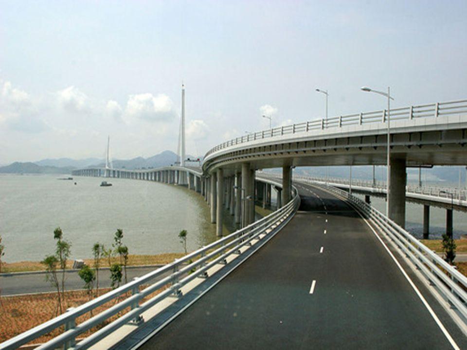 17 Hangzhou Bay Bridge Il Hangzhou Bay, Ponte Trans-oceanico cinese, è uno dei capolavori di architettura moderna.