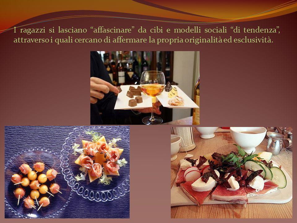 Si crea un vuoto in cucina Al pasto tradizionale momento conviviale ed aggregativo Cibo preconfezionato, prontamente riscaldato e rapidamente ingurgitato