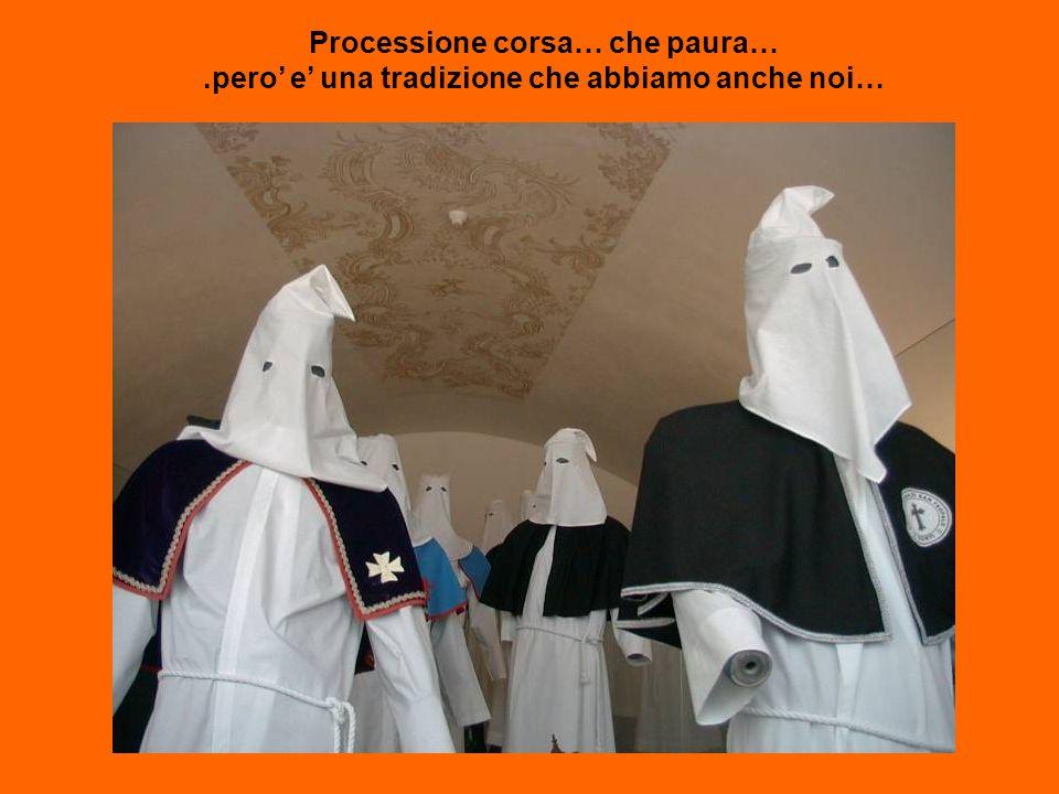 Processione corsa… che paura….pero e una tradizione che abbiamo anche noi…