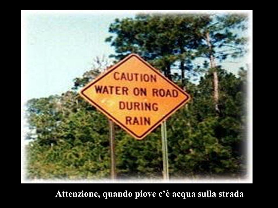 Attenzione, quando piove cè acqua sulla strada
