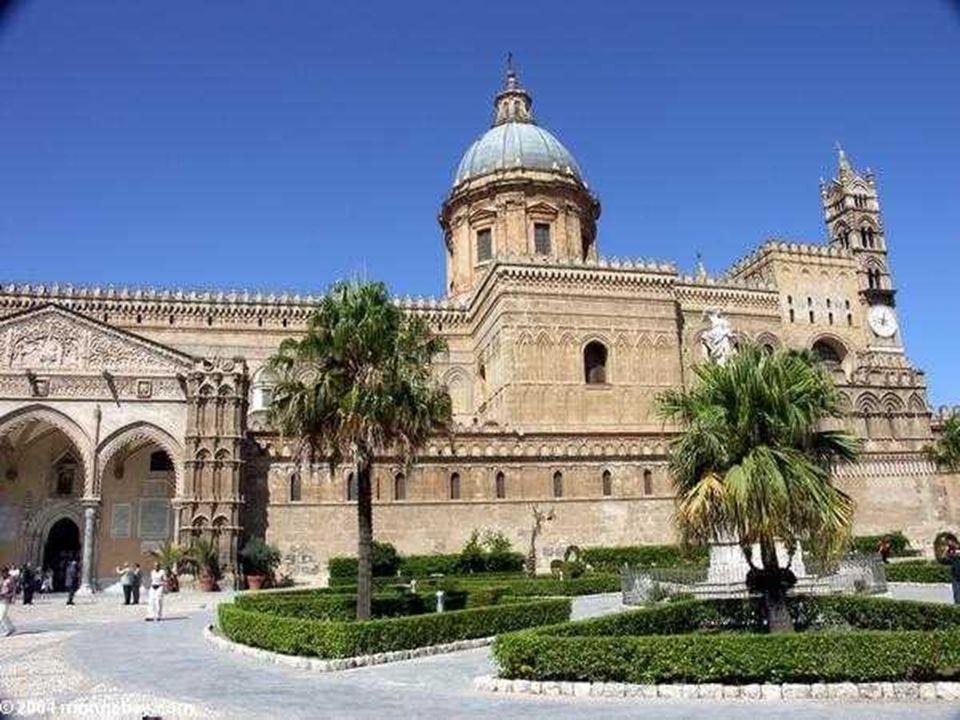 Nello splendido complesso architettonico della Cattedrale si fondano gli stili di vari periodi a cominciare dal 1185, quando la Cattedrale venne fonda