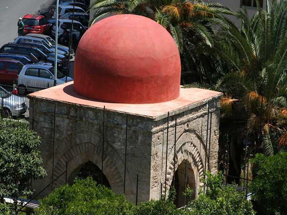 LA CUBULA o PICCOLA CUBA E un piccolo edificio normanno quadrato che ha quattro archi sormontati da una cupola emisferica di stile islamico.La Piccola
