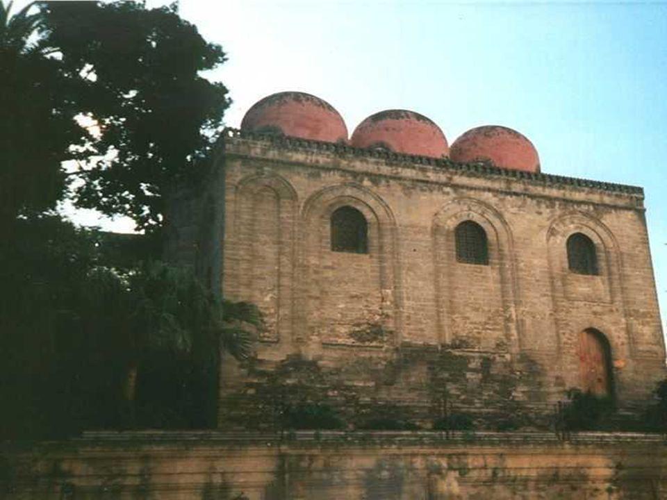 Le tre cupolette rosse della chiesa di San Cataldo situata in piazza Bellini costituiscono uno dei più suggestivi angoli d oriente di Palermo.