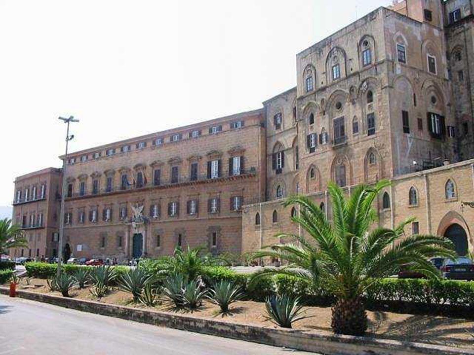 Palazzo dei Normanni o Reale Esso ha la forma di un parallelepipedo irregolare; è di origine araba (secolo IX ) ed era caratterizzato da quattro grand