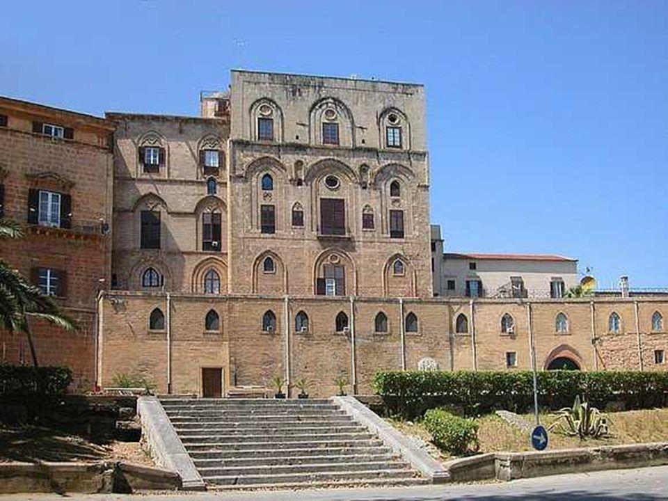 Nello splendido complesso architettonico della Cattedrale si fondano gli stili di vari periodi a cominciare dal 1185, quando la Cattedrale venne fondata.