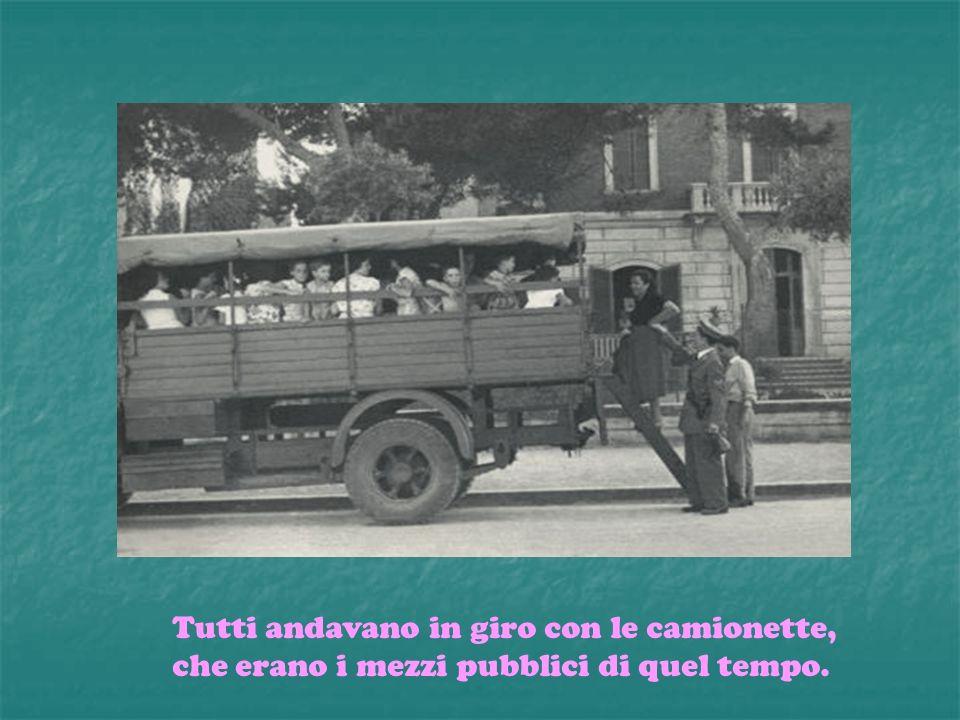Tutti andavano in giro con le camionette, che erano i mezzi pubblici di quel tempo.