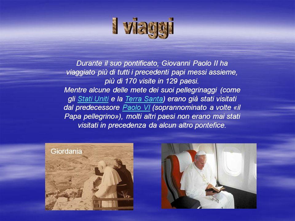 Durante il suo pontificato, Giovanni Paolo II ha viaggiato più di tutti i precedenti papi messi assieme, più di 170 visite in 129 paesi.