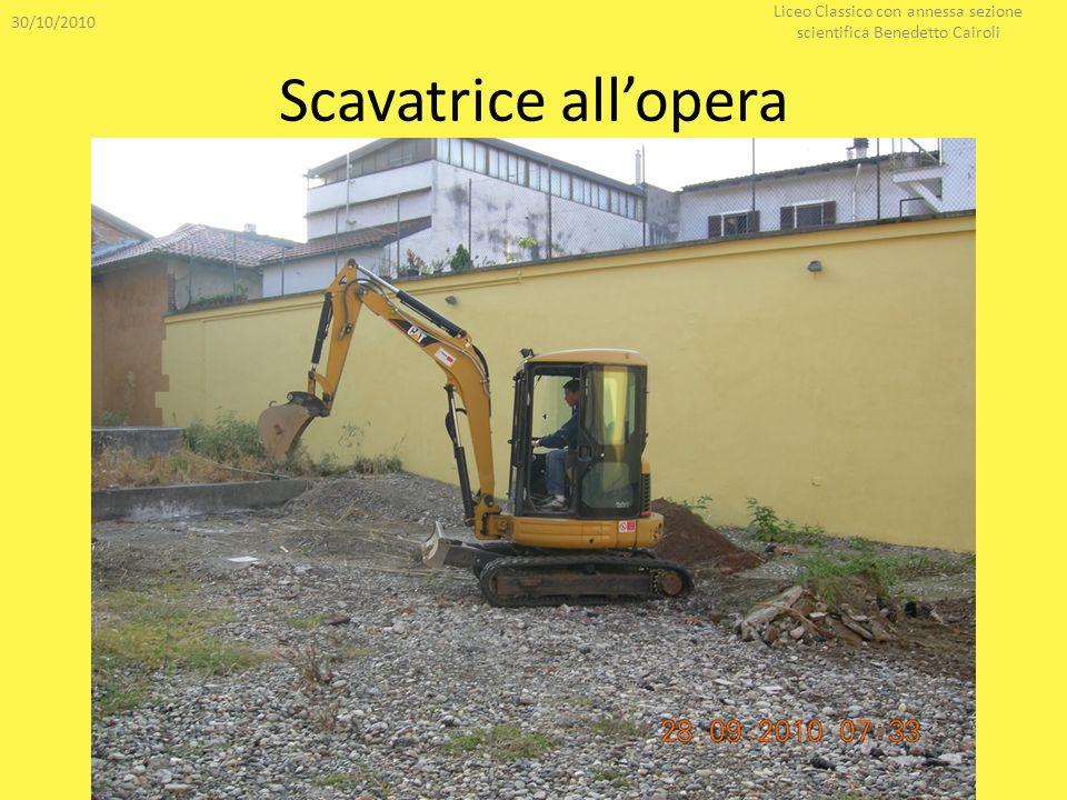 Scavatrice allopera 30/10/2010 Liceo Classico con annessa sezione scientifica Benedetto Cairoli