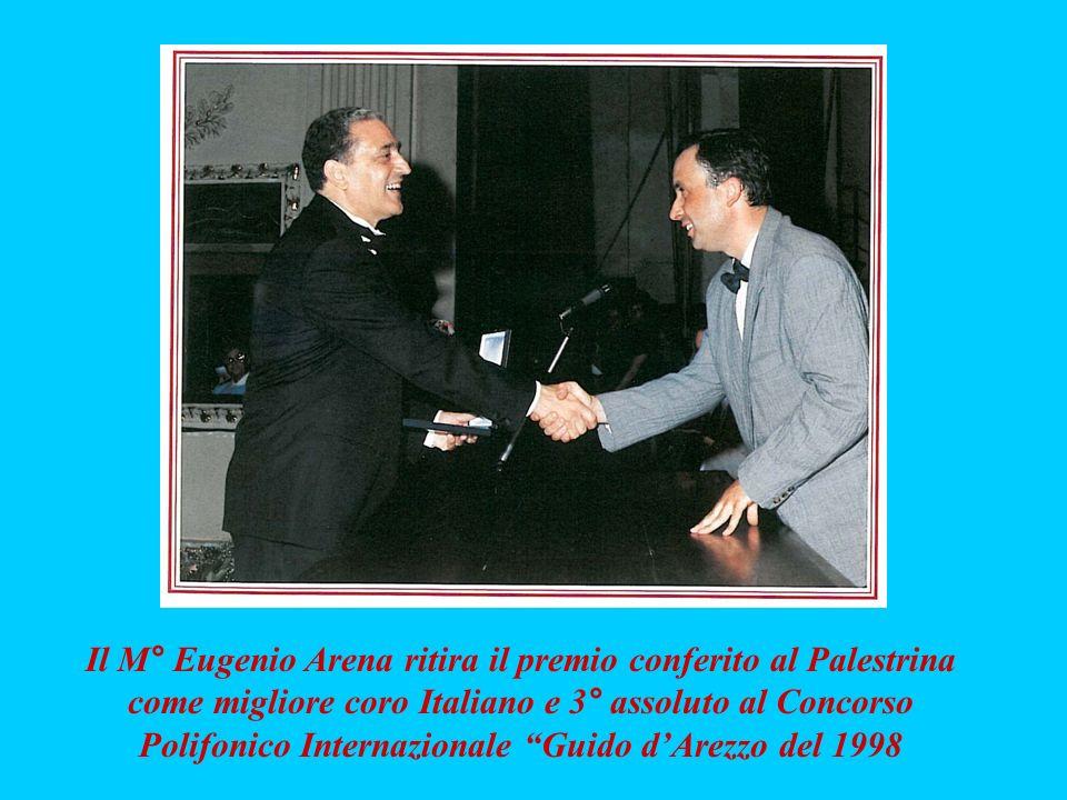 Il M° Eugenio Arena ritira il premio conferito al Palestrina come migliore coro Italiano e 3° assoluto al Concorso Polifonico Internazionale Guido dAr