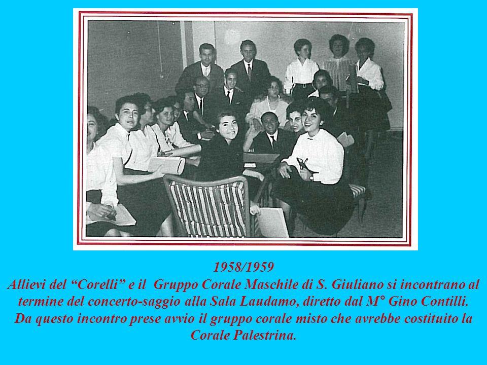 1958/1959 Allievi del Corelli e il Gruppo Corale Maschile di S. Giuliano si incontrano al termine del concerto-saggio alla Sala Laudamo, diretto dal M