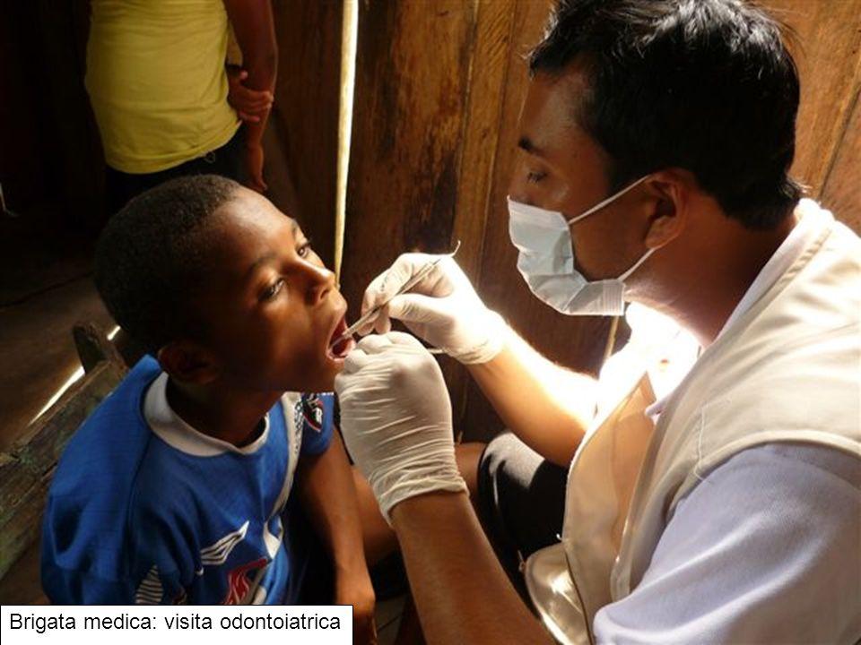 Brigata medica: visita odontoiatrica