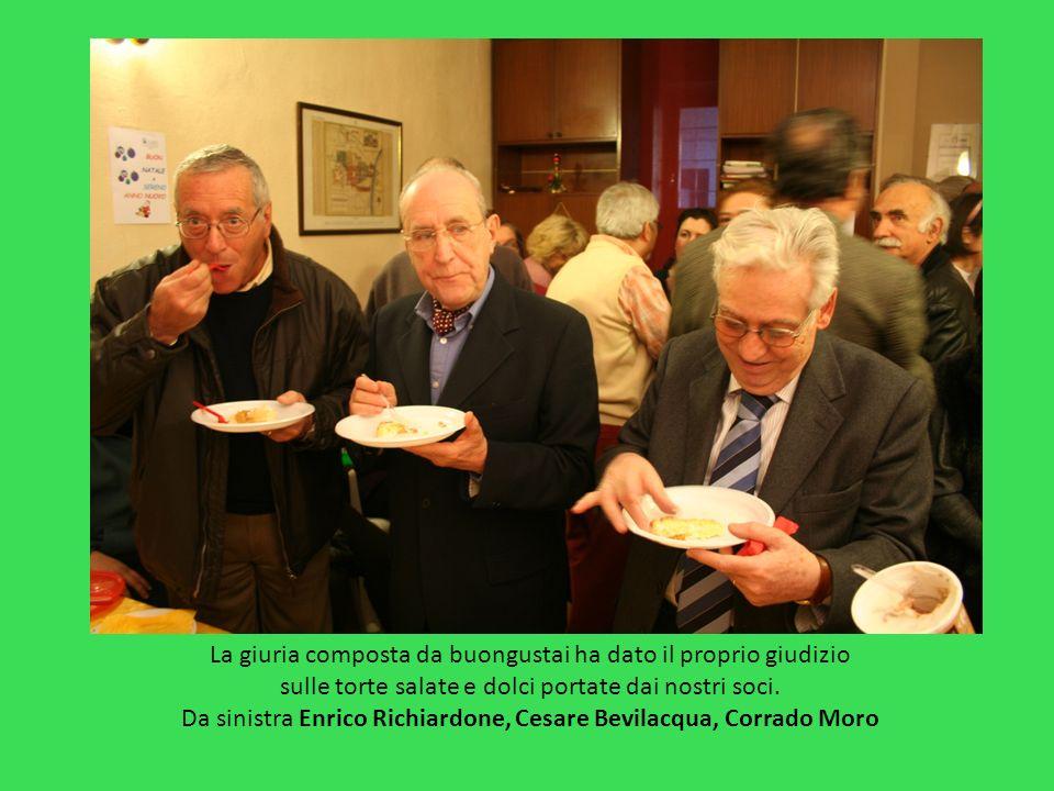 La giuria composta da buongustai ha dato il proprio giudizio sulle torte salate e dolci portate dai nostri soci. Da sinistra Enrico Richiardone, Cesar