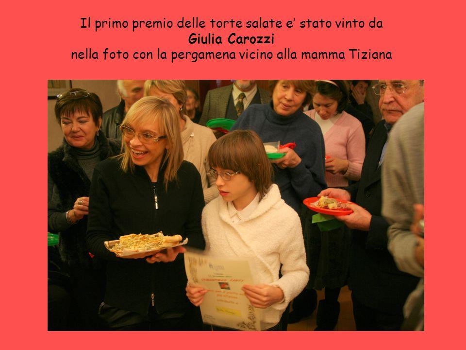 Il primo premio delle torte salate e stato vinto da Giulia Carozzi nella foto con la pergamena vicino alla mamma Tiziana
