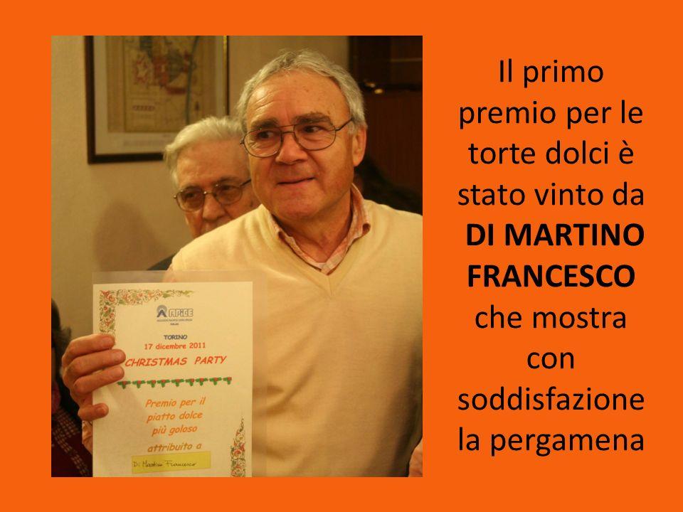 Il primo premio per le torte dolci è stato vinto da DI MARTINO FRANCESCO che mostra con soddisfazione la pergamena