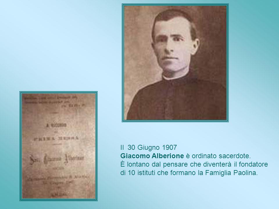 Il 31 Dicembre 1900, con altri seminaristi, Giacomo Alberione prega lungamente in adorazione, davanti al Santissimo Sacramento. Quando si sente profon