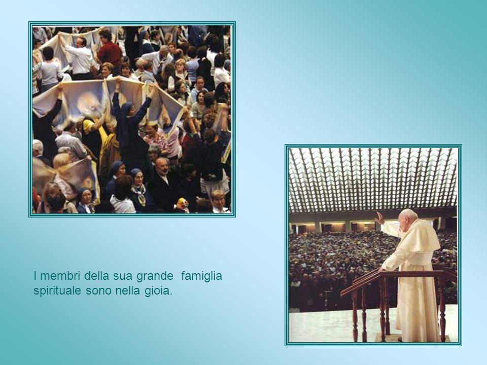 Beatificazione Il Papa Giovanni Paolo II, lo dichiara Beato in piazza San Pietro il 27 Aprile 2003.