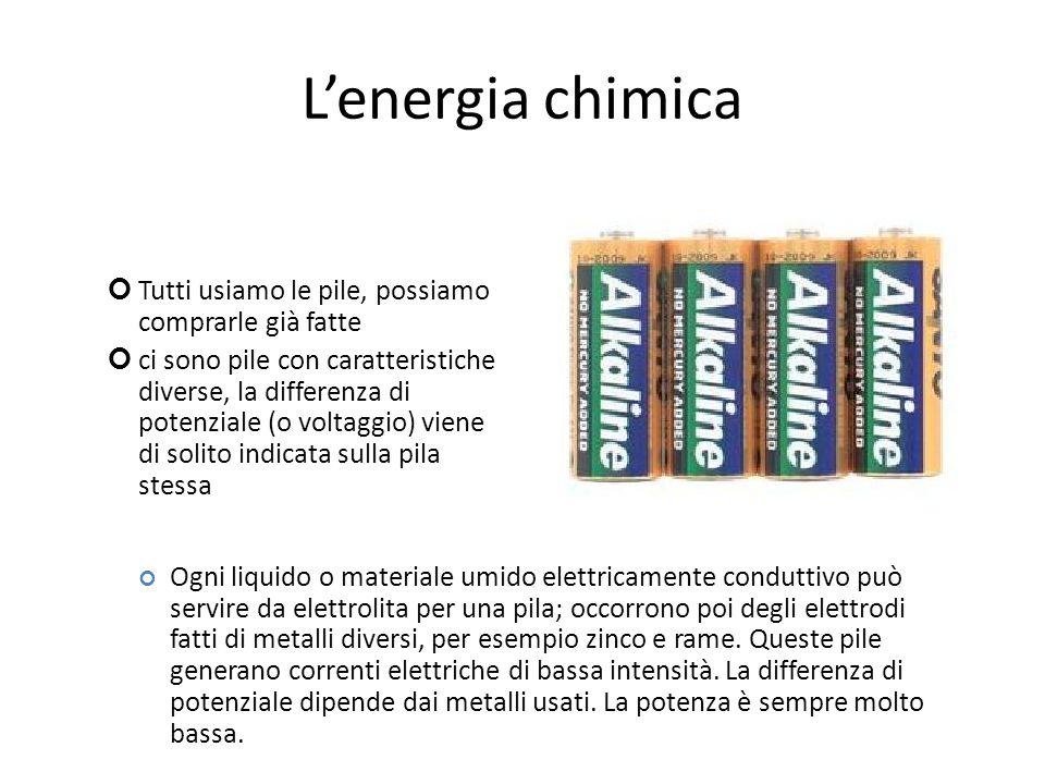 Lenergia chimica Tutti usiamo le pile, possiamo comprarle già fatte ci sono pile con caratteristiche diverse, la differenza di potenziale (o voltaggio