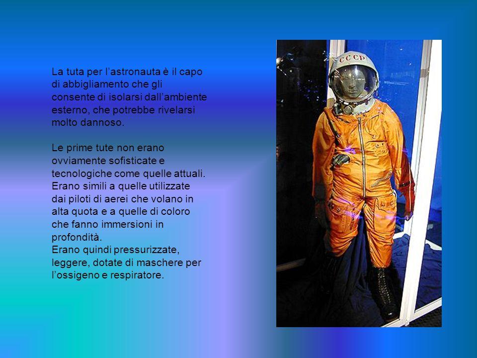Le tute della NASA possono essere agganciate al MMU,una poltrona a razzo che permette di muoversi liberamente nello spazio Nelle prime missioni extraveicolari, gli astronauti erano legati al veicolo per mezzo di un cordone ombelicale che forniva lossigeno ed impediva leventuale allontanamento nello spazio.