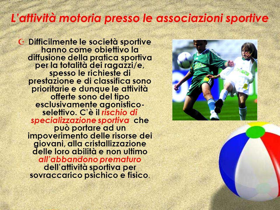 Lattività motoria presso le associazioni sportive Z Difficilmente le società sportive hanno come obiettivo la diffusione della pratica sportiva per la