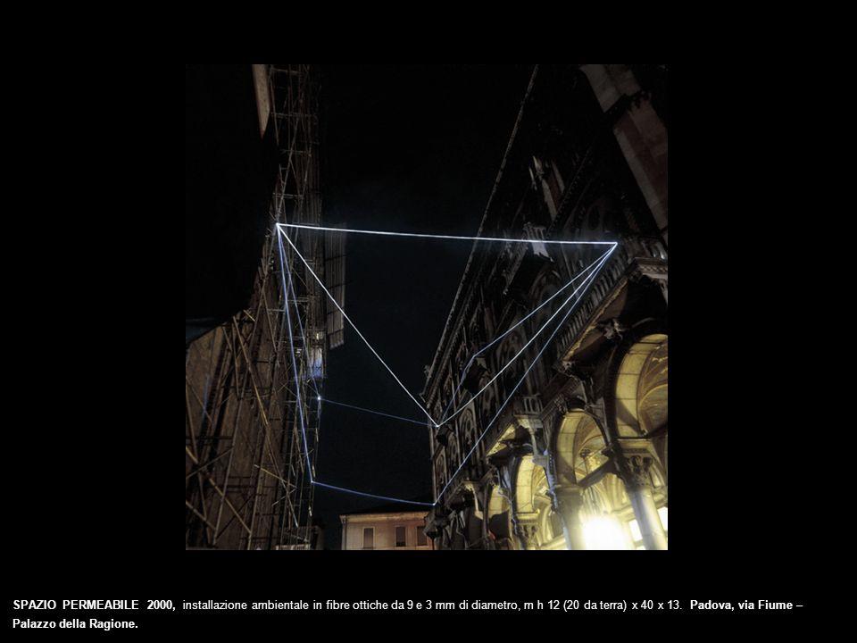 SPAZIO PERMEABILE 2000, installazione ambientale in fibre ottiche da 9 e 3 mm di diametro, m h 12 (20 da terra) x 40 x 13. Padova, via Fiume – Palazzo