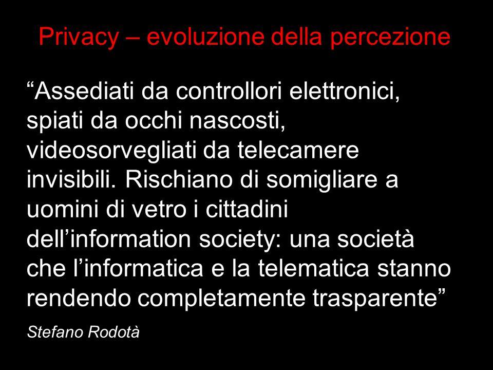 Assediati da controllori elettronici, spiati da occhi nascosti, videosorvegliati da telecamere invisibili.