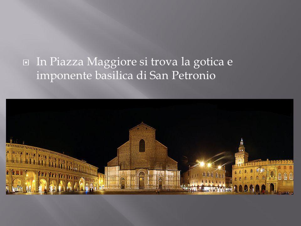 In Piazza Maggiore si trova la gotica e imponente basilica di San Petronio