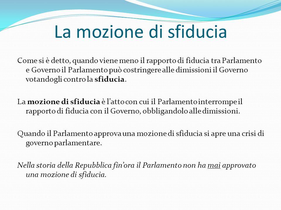La mozione di sfiducia Come si è detto, quando viene meno il rapporto di fiducia tra Parlamento e Governo il Parlamento può costringere alle dimission