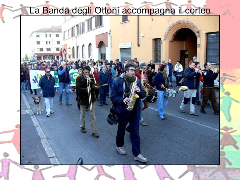 La Banda degli Ottoni accompagna il corteo