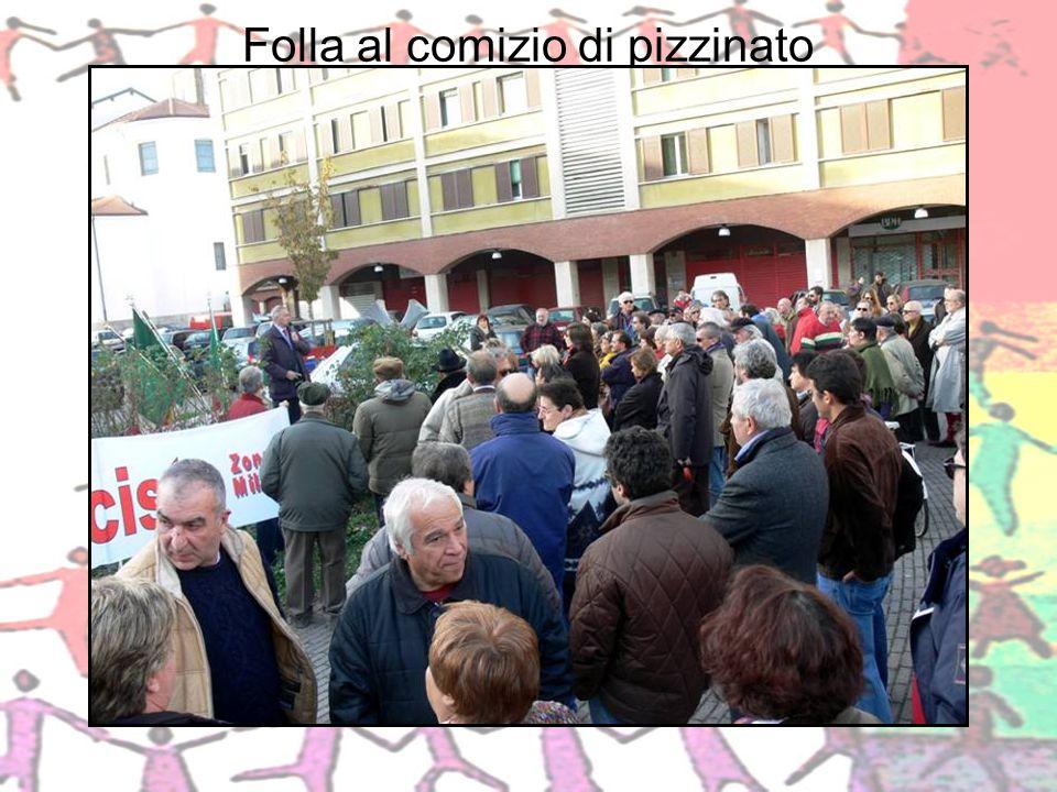 Folla al comizio di pizzinato