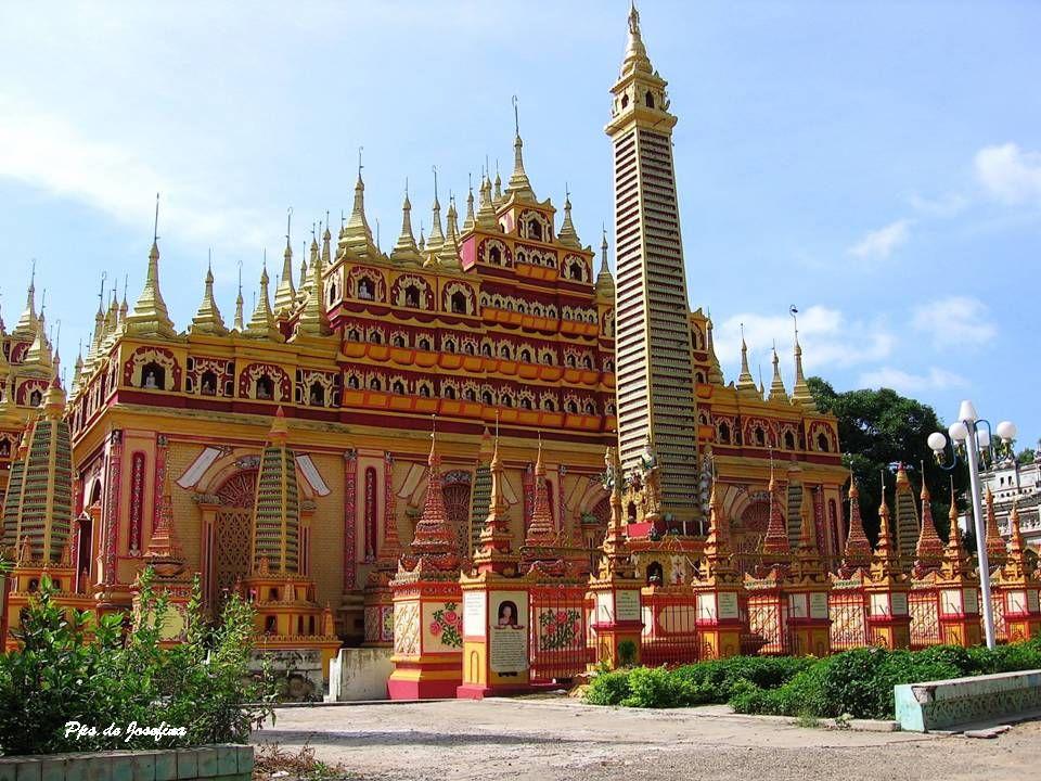 THANBODDHAY Thanboddhay è un complesso tempio buddista costruito nel 1303 e ricostruito nel 1939, con un imponente stupa centrale circondato da un esercito di piccoli stupa a cascata verso il basso su terrazze a più livelli.