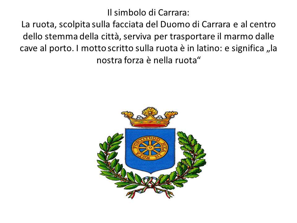 Il simbolo di Carrara: La ruota, scolpita sulla facciata del Duomo di Carrara e al centro dello stemma della città, serviva per trasportare il marmo d