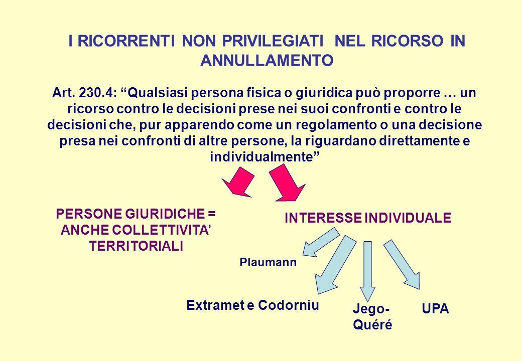 I RICORRENTI NON PRIVILEGIATI NEL RICORSO IN ANNULLAMENTO Art. 230.4: Qualsiasi persona fisica o giuridica può proporre … un ricorso contro le decisio