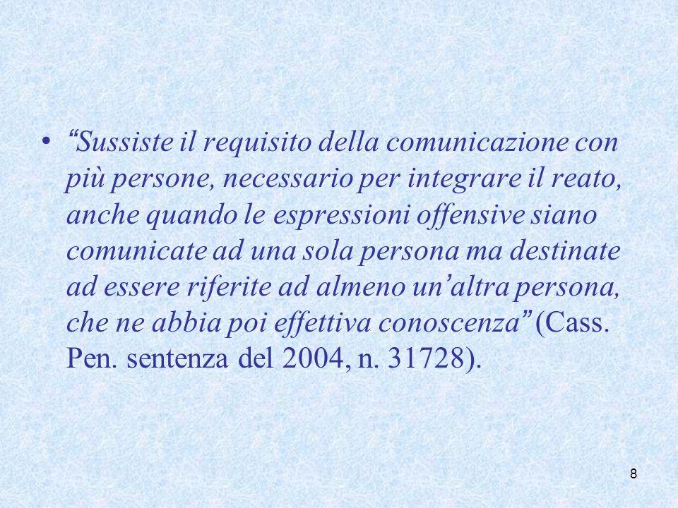Sussiste il requisito della comunicazione con più persone, necessario per integrare il reato, anche quando le espressioni offensive siano comunicate a