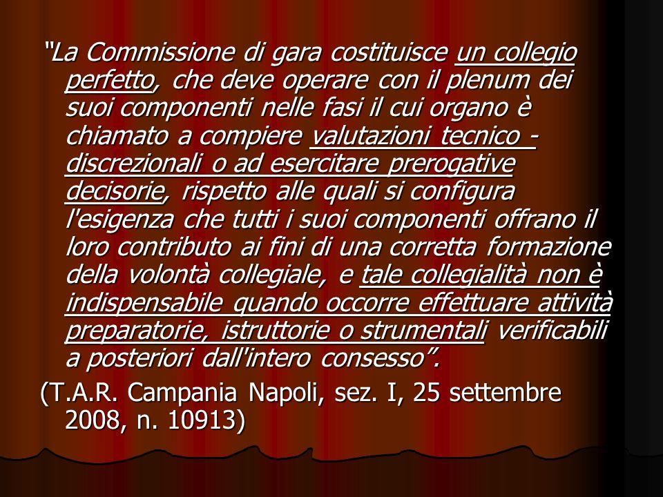 La Commissione di gara costituisce un collegio perfetto, che deve operare con il plenum dei suoi componenti nelle fasi il cui organo è chiamato a comp