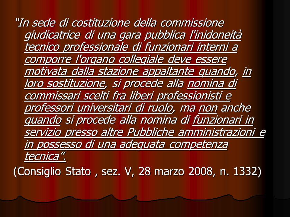In sede di costituzione della commissione giudicatrice di una gara pubblica l'inidoneità tecnico professionale di funzionari interni a comporre l'orga