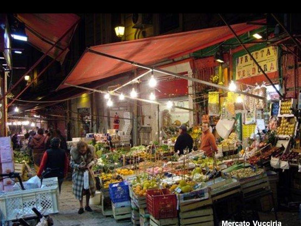 Le voci, la gente e i colori di Palermo nei MERCATI del Centro Storico Le voci, la gente e i colori di Palermo nei MERCATI del Centro Storico Ballarò: il genio di Favavecchia