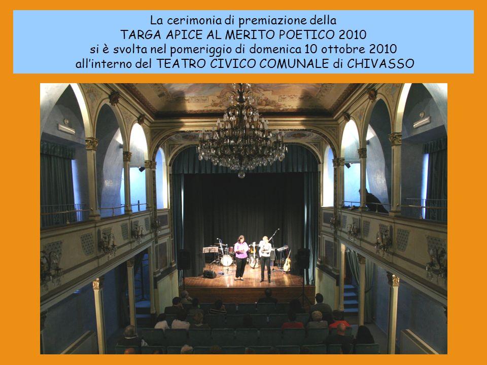 La cerimonia di premiazione della TARGA APICE AL MERITO POETICO 2010 si è svolta nel pomeriggio di domenica 10 ottobre 2010 allinterno del TEATRO CIVI