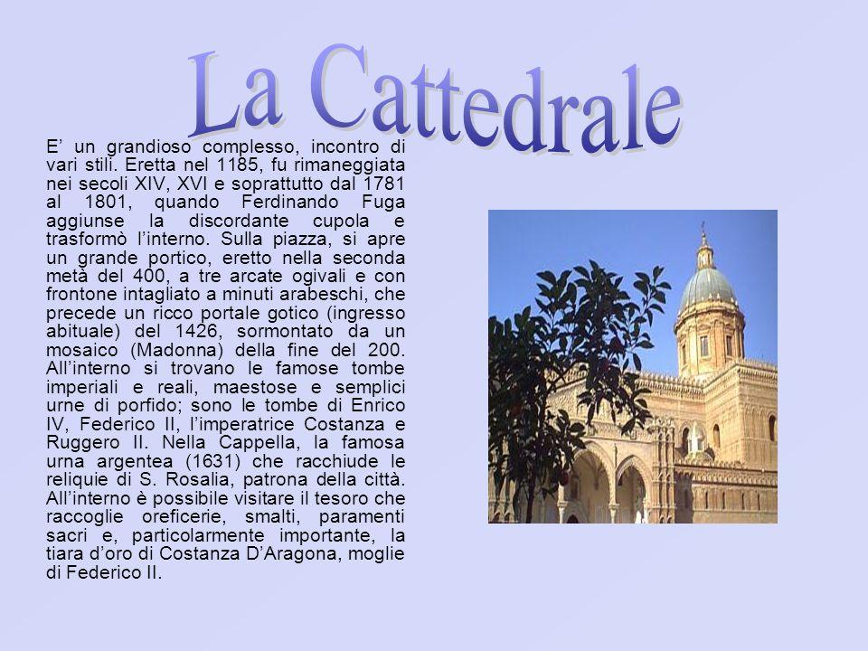 E un grandioso complesso, incontro di vari stili. Eretta nel 1185, fu rimaneggiata nei secoli XIV, XVI e soprattutto dal 1781 al 1801, quando Ferdinan