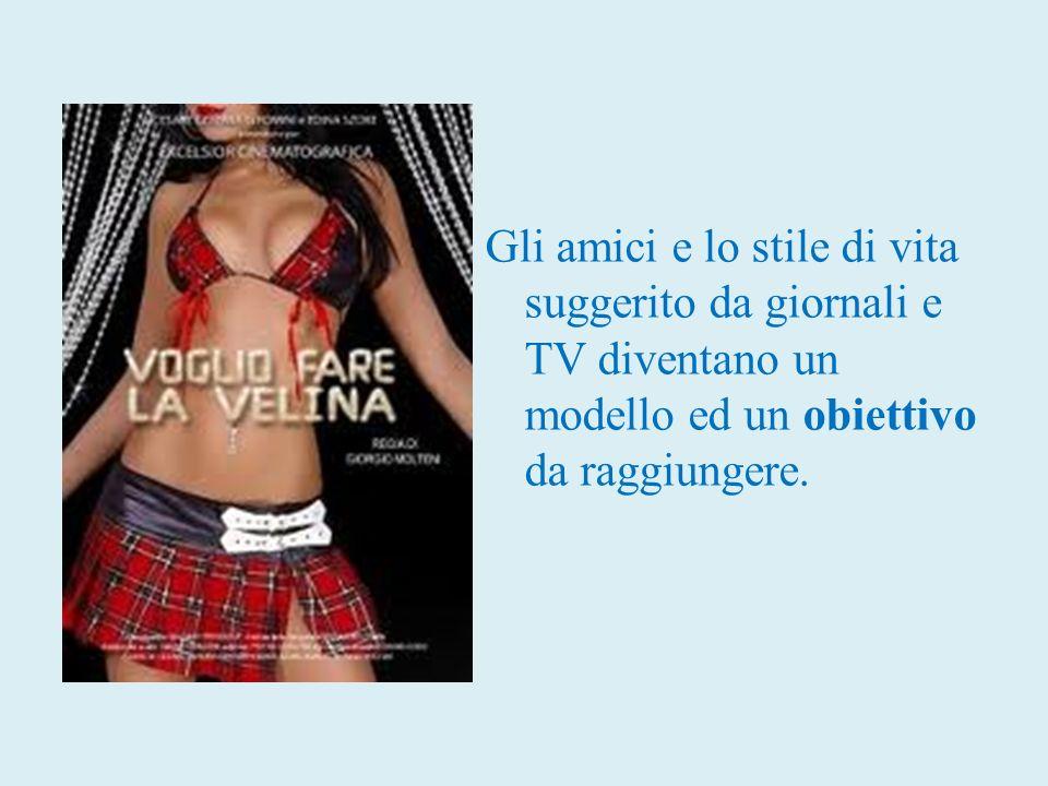 Gli amici e lo stile di vita suggerito da giornali e TV diventano un modello ed un obiettivo da raggiungere.